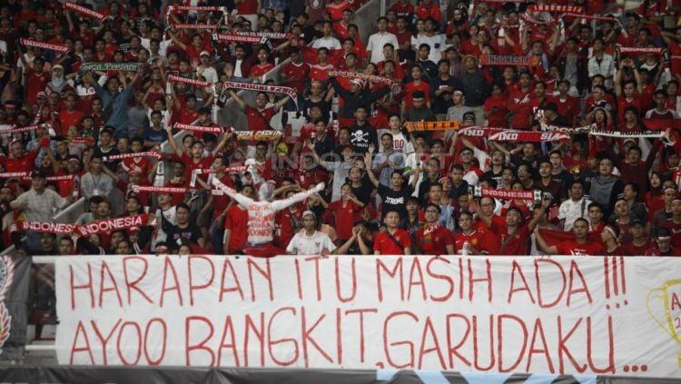 Suporter Timnas Indonesia. Copyright: © Herry Ibrahim/Indosport.com