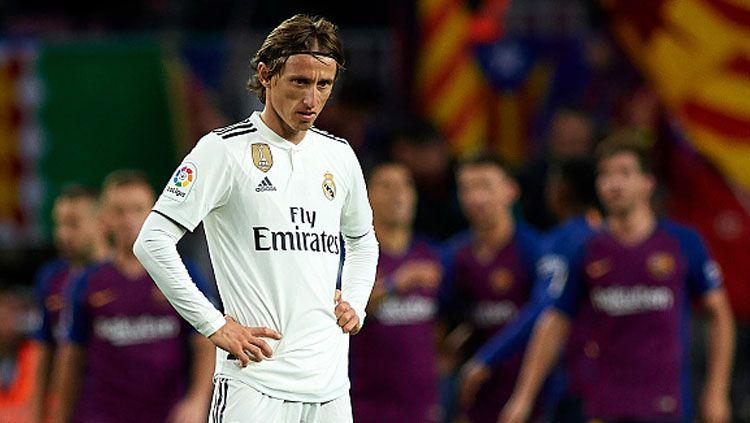 Luka Modric akan absen saat Real Madrid melawan Levante di LaLiga Spanyol dan ini menjadi peringatan keras bagi Los Blancos agar tak kesusahan mengarungi kompetisi musim 2021/22. Copyright: © Getty Images