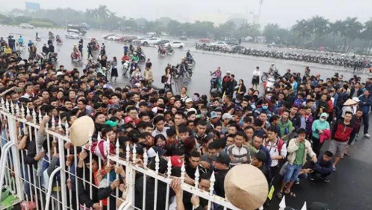 Antrian Tiket Timnas Vietnam. Copyright: © Fox Sports