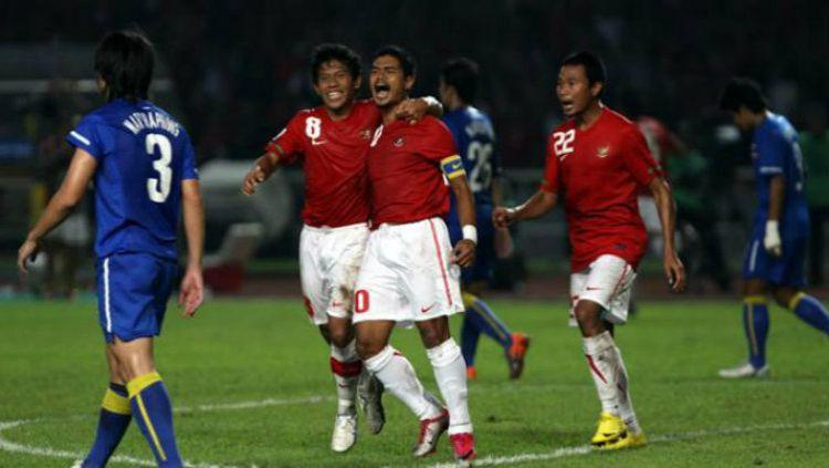 Selebrasi pemain Timnas Indonesia Bambang Pamungkas usai taklukan Thailand di Piala AFF 2010. Copyright: © Getty Images