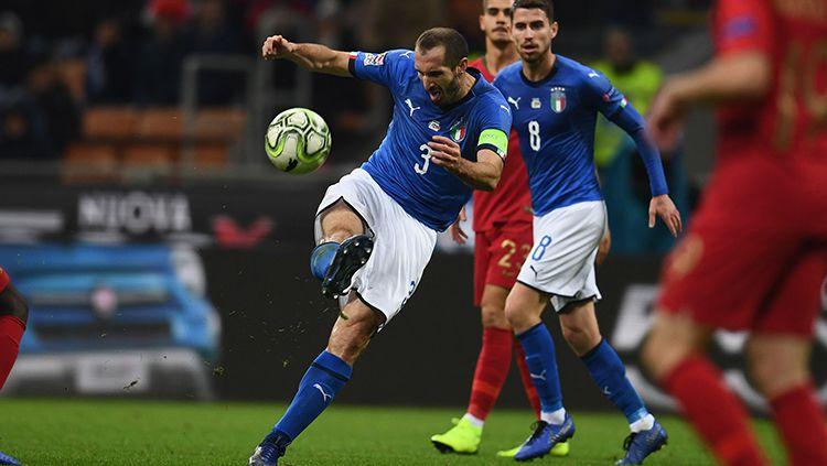 Giorgio Chiellini saat tampil membela Italia melawan Portugal. Copyright: © Claudio Villa/Getty Images