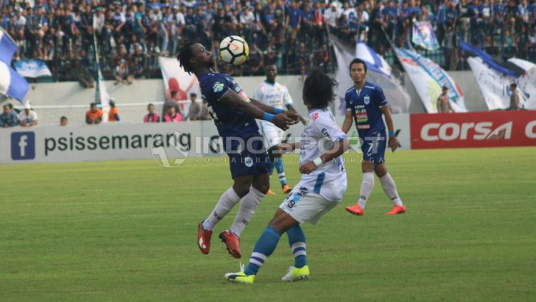 PSIS Semarang vs Persib Bandung. dalam lanjutan laga Liga 1 pekan ke-31. Copyright: © Ronald Seger Prabowo/INDOSPORT