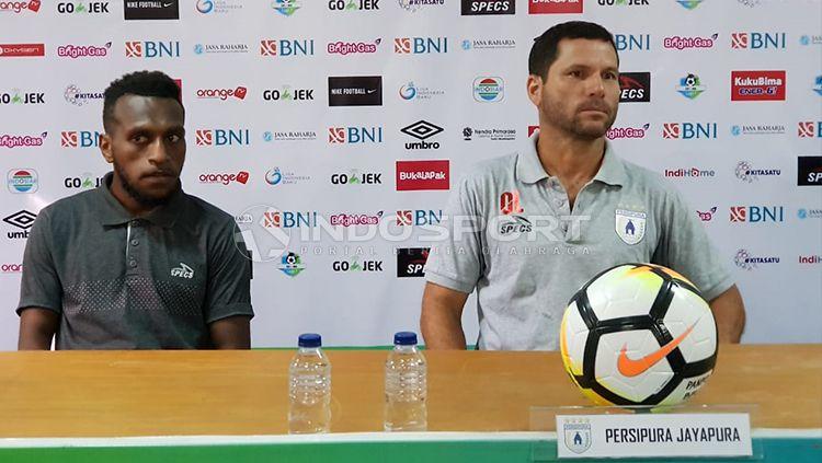 Pelatih Persipura Oswaldo Lessa di sesi konferensi pers. Copyright: © Sudjarwo/INDOSPORT