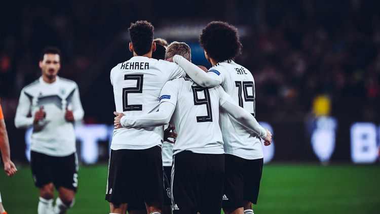 Perayaan para pemain Jerman usai menang dari Belanda pada ajang UEFA Nations League, Selasa (20/11/18). Copyright: © Getty Images