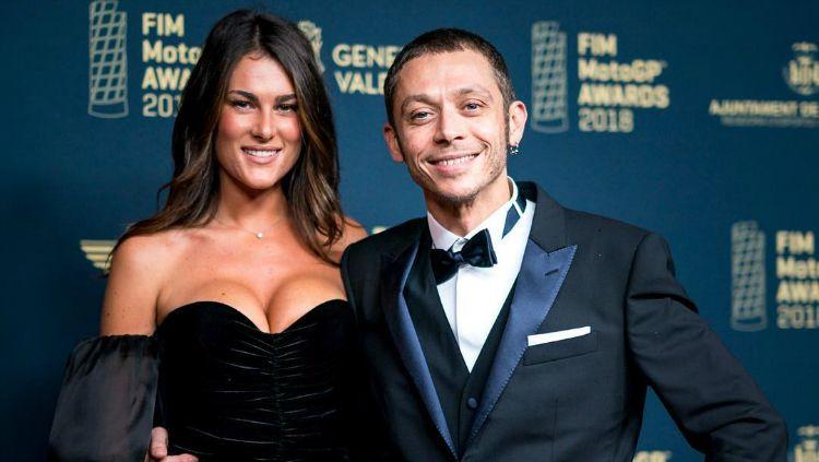 Valentino Rossi bersama sang kekasih, Francesca Sofia Novello. Copyright: © Instagram/Valeyellow46