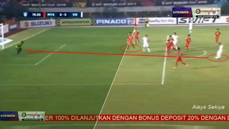 Gol pemain Vietnam ke gawang Myanmar dianggap offside. Copyright: © Screenshoot.