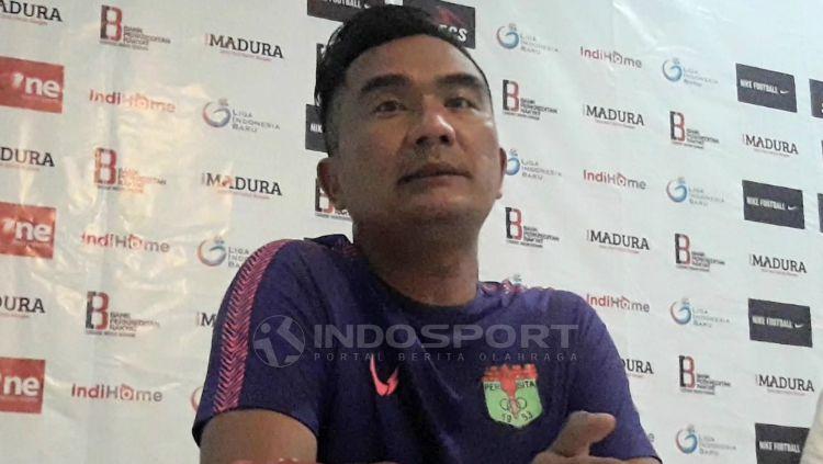 Asisten pelatih Persita, Wiganda Saputra. Copyright: © Ian Setiawan/INDOSPORT