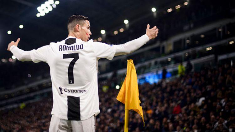 Cristiano Ronaldo selebrasi pasca cetak gol ke gawang SPAL Copyright: © INDOSPORT