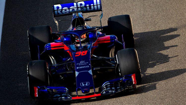 Tim satelit Scuderia Toro Rosso akan menurunkan Naoki Yamamoto sebagai pembalap pengganti Pierre Gasly di sesi latihan bebas pertama atau Free Pratice (FP1) GP Jepang. Copyright: © Twitter/Toro Rosso