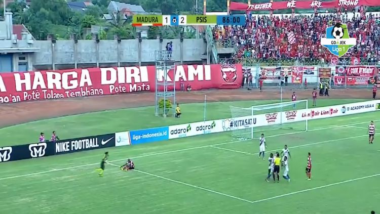 Pertandingan Liga 1 antara Madura United vs PSIS Semarang Copyright: © Liga 1