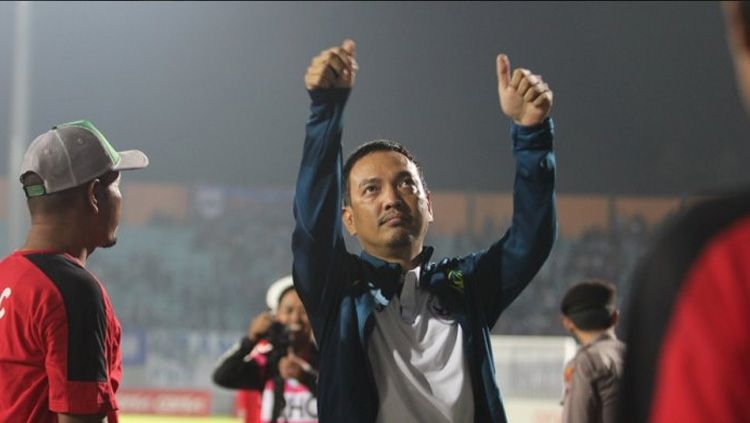 Chief Executive Officer (CEO) PSIS Semarang Yoyok Sukawi memberi tanggapan tentang mundurnya jadwal laga melawan Bali United. Copyright: © F Ariel Setiaputra/Tribun Jateng