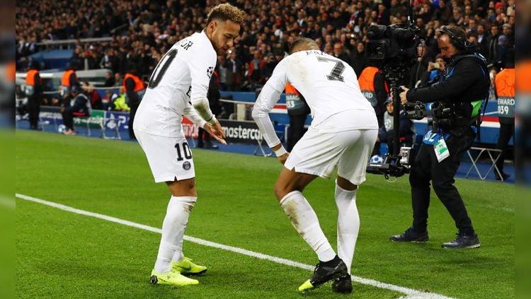 Neymar (kiri) dan Kylian Mbappe (kanan) akan menjadi lawan tangguh bagi klub Australia, Sydney FC, saat laga pramusim 2019/20. Copyright: © Getty Images