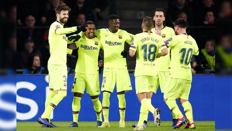 Selebrasi para pemain Barcelona usai menang dari PSV Eindhoven di Liga Champions, Kamis (29/11/18). Copyright: © Getty Images
