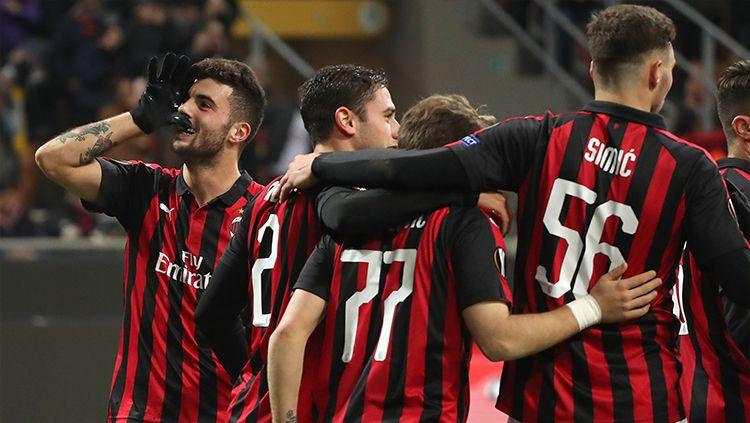 Skuat AC Milan saat merayakan gol Patrick Cutrone di Liga Europa, Jumat (30/11/18). Copyright: © Getty Images