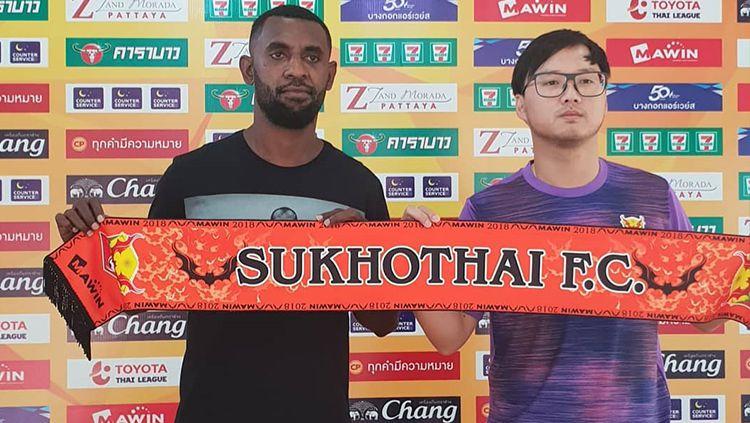 Yanto Basna resmi ke Sukhotai FC. Copyright: © Instagram.com/YantoBasna