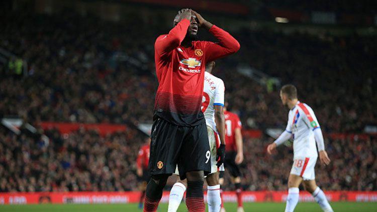 Ekspresi kekecewaan striker Manchester United, Romelu Lukaku ketika gagal mencetak gol. Copyright: © Getty Images
