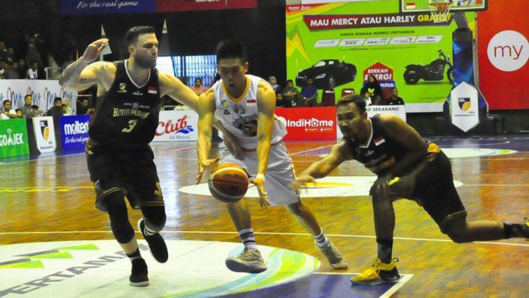 Jalannya pertandingan IBL antara Bima Perkasa vs Satya Wacana Salatiga. Copyright: © INDOSPORT