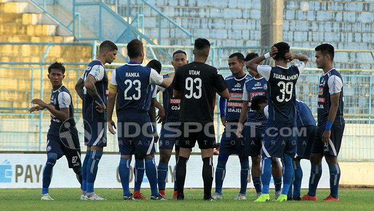 Suasana latihan pemain Arema FC. Copyright: © IAN SETIAWAN/INDOSPORT.COM