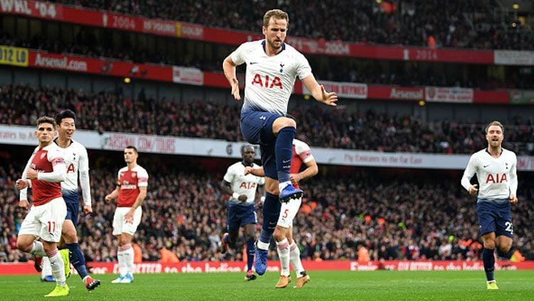 Selebrasi striker Tottenham Hotspur, Harry Kane usai mencetak gol ke gawang Arsenal. Copyright: © Getty Images