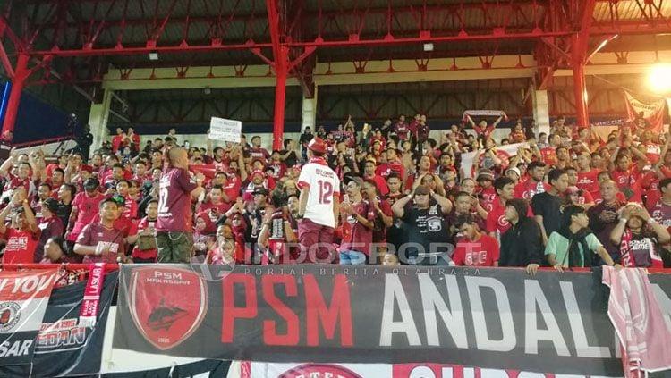 Suporter PSM Makassar memadati stadion. Copyright: © Abdul Aziz/INDOSPORT
