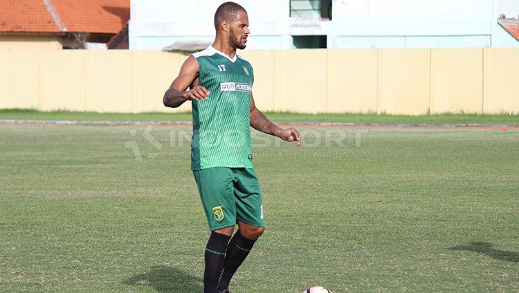 David da Silva salah satu pemain yang bakal dipertahankan manajemen Persebaya. Copyright: © Fitra Herdian/INDOSPORT