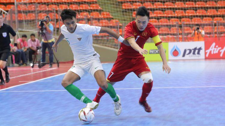 Pemain Timnas Futsal Indonesia U-20 saat mengahdapi Viietnam di Kulaifikasi AFC Futsal U-20 Championship kemarin. Copyright: © the-afc.com