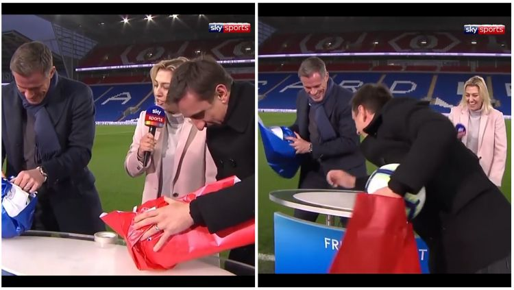 Aksi Carragher dan Neville saat melakukan lomba bungkus bola. Copyright: © Sky Sports