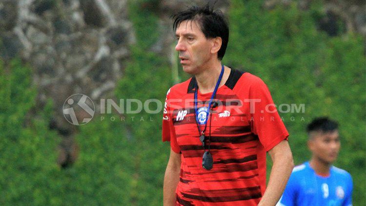 Mantan pelatih Arema FC, Milan Petrovic. Copyright: © INDOSPORT/Ian Setiawan
