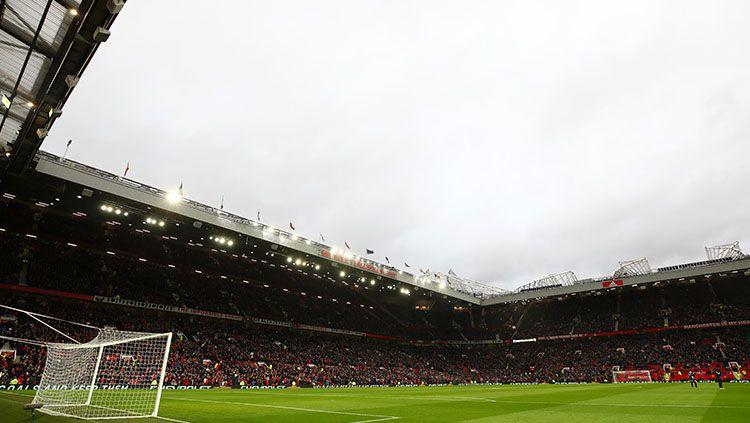 Manchester United meminta seluruh penggemarnya menjauhi Stadion Old Trafford menjelang bergulirnya kembali Liga Inggris Copyright: © Getty Images