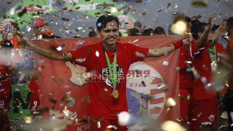 Pemain Persija Jakarta, Rezaldi Hehanusa saat merayakan kemenangannya. Copyright: © Herry Ibrahim/Indosport.com