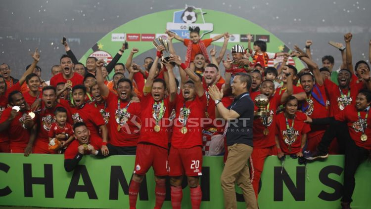 Pemain Persija Jakarta saat merayakan kemenangannya. Copyright: © Herry Ibrahim/Indosport.com