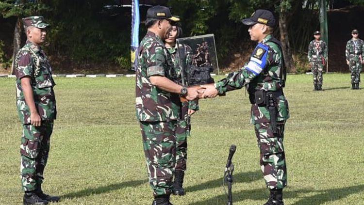Prajurit TNI meningkatkan kualitas menembak Copyright: © TNI