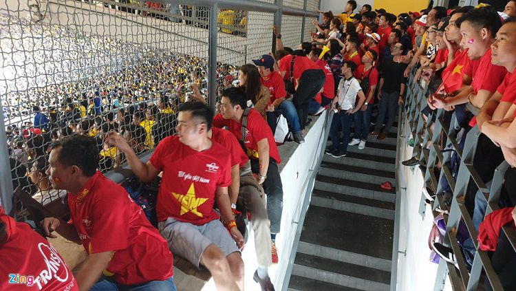 Suporter Vietnam di Stadion Bukit jalil, Malaysia. Copyright: © zing.vn