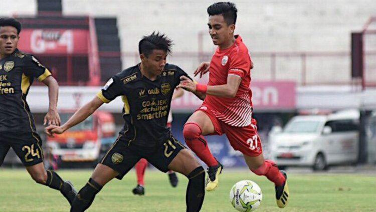 Aksi pemain Persija Jakarta, Fitra Ridwan di laga melawan Bogor FC pada babak 64 besar Piala Indonesia, Rabu (12/12/18). Copyright: © twitter.com/Persija_Jkt