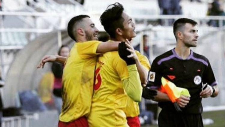 Helmy Putra Damanik membawa klub Spanyol, CD Villamuriel memenangkan laga melawan Candeleda dengan skor 4-0 pada Sabtu (12/10/19). Copyright: © instagram.com/helmyputra07