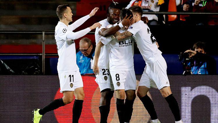 Para pemain Valencia berselebrasi. Copyright: © Getty Images