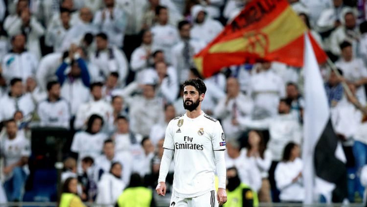 Isco di hadapan fans Real Madrid. Copyright: © Getty Images