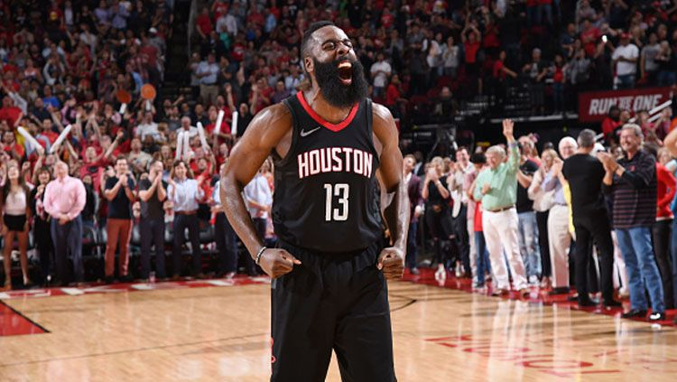 Selebrasi dari pemain megabintang Houston Rockets, James Harden. Copyright: © Getty Images