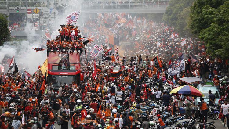 para Jakmania lakukan konvoi Juara Liga 1 2018 Copyright: © Indosport/ Herry Ibrahim