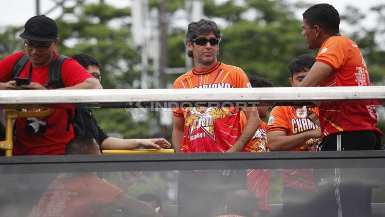 Aksi Teco di Konvoi juara Liga 1 2018. Copyright: © Indosport/ Herry Ibrahim