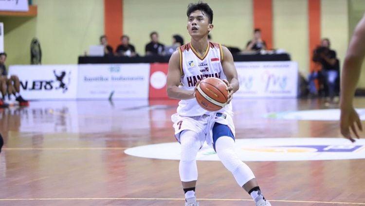 Pemain Hangtuah tengah membawa bola Copyright: © Indonesian Basket League