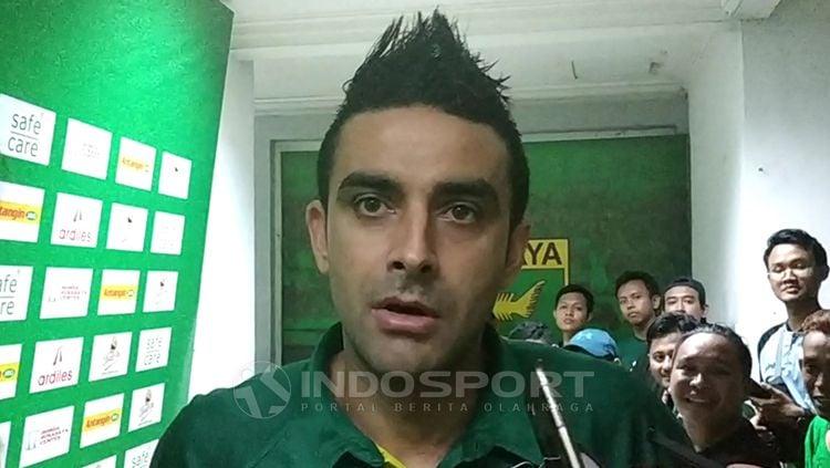 Otavio Dutra usai pertandingan melawan PSIS Semarang. Copyright: © Fitra Herdian/Indosport