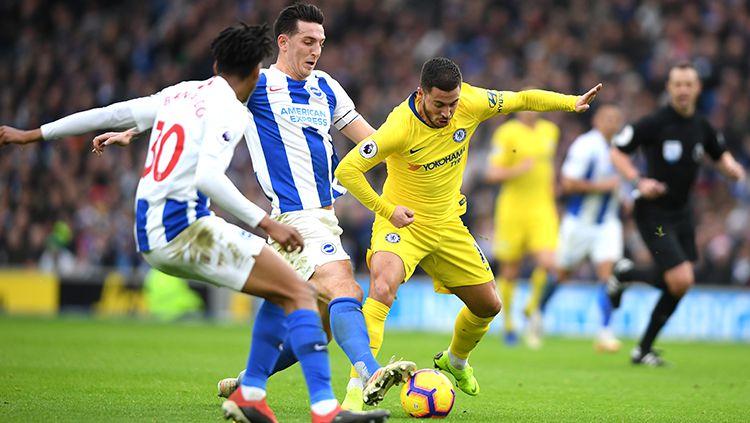 Bek Brighton & Hove Albion, Lewis Dunk (tengah), disebut memiliki kemiripan dengan legenda Chelsea, John Terry. Copyright: © Getty Images