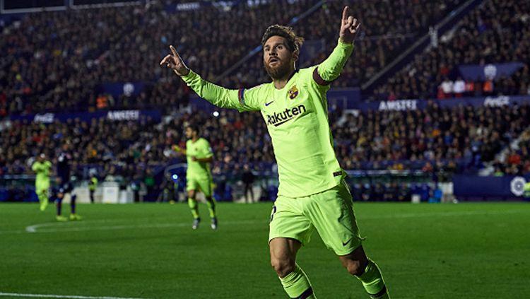 Selebrasi Lionel Messi saat mencetak hattrick ke gawang Levante. Copyright: © Getty Images