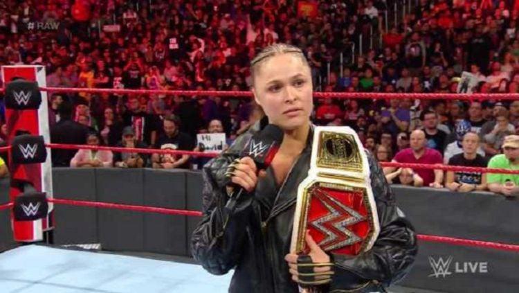 Ronda Rousey mempertahankan gelar juara WWE Copyright: © WWE