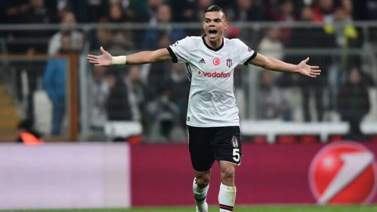 Pepe ketika berseragam klub Turki, Besiktas. Copyright: © AFP/Ozan Kose