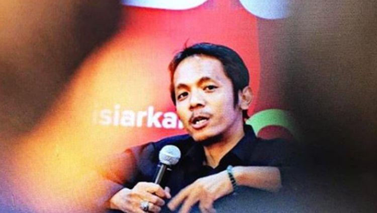 koordinator Save Our Soccer (SOS) Akmal Maharli mempertanyakan kinerja badan independen wasit yang dibentuk PSSI beberapa waktu lalu. Copyright: © Instagram/@akmalmarhali