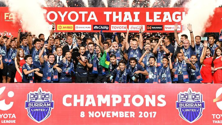 Buriram United Tengah Merayakan Keberhasilan Menjuari Liga 1 Thailand Copyright: © foxsportsasia