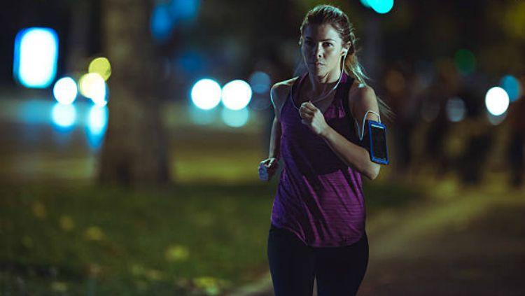 Olahraga pada malam hari ternyata bisa memberi dampak buruk bagi kesehatan. Copyright: © Istock