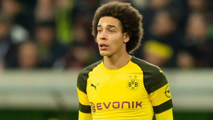 Axel Witsel, pemain klub Bundesliga Jerman, Borussia Dortmund, akan absen hingga akhir tahun. Copyright: © Getty Images